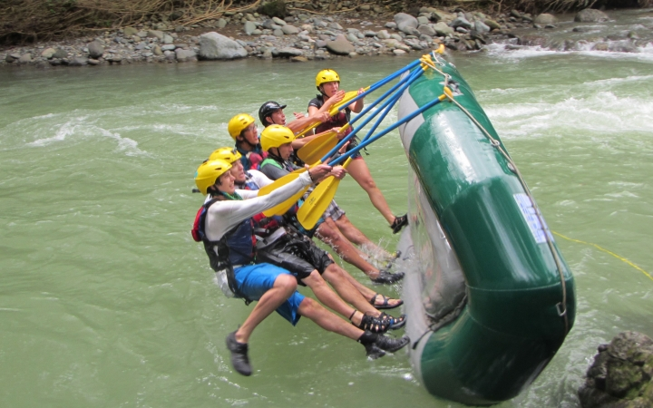 learn how to raft in costa rica