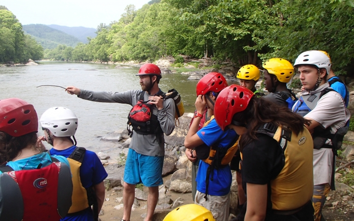 teens learn canoeing skills in north carolina