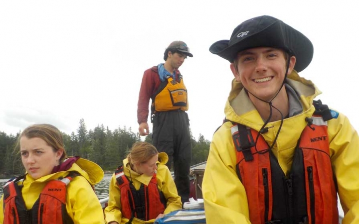 teens learn sailing in maine