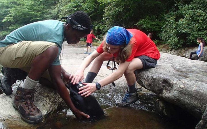 teens learn backpacking skills in north carolina