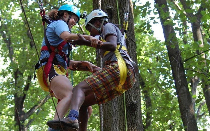 grieving teens build trust on ropes course