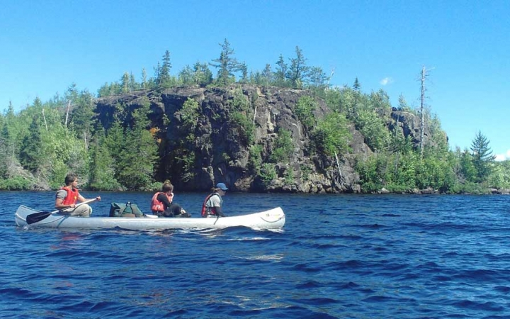 teens canoeing trip in boundary waters