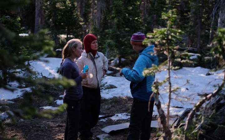 students learn backpacking skills on outdoor leadership course