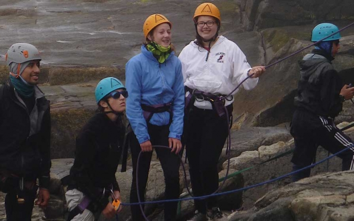 group rock climbing course for middle schoolers