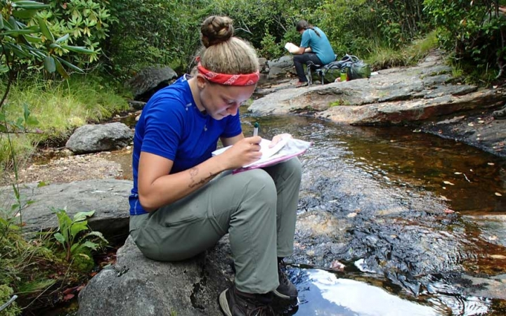 student sets goals on outdoor leadership course