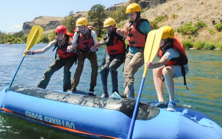 rafting deschutes river