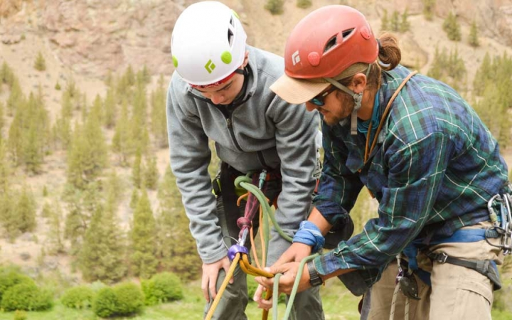 rock climbing summer camp for teens in oregon