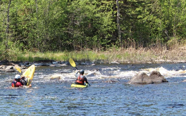 navigate whitewater on outdoor leadership course