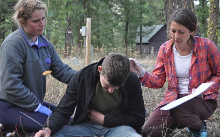 earn wilderness first aid certificate on gap year course